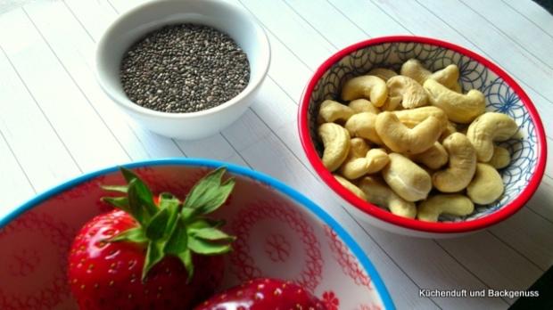 3 Superfoods, die auf meine Liste weit oben stehen: Erdbeeren, Cashewkerne und Chiasamen